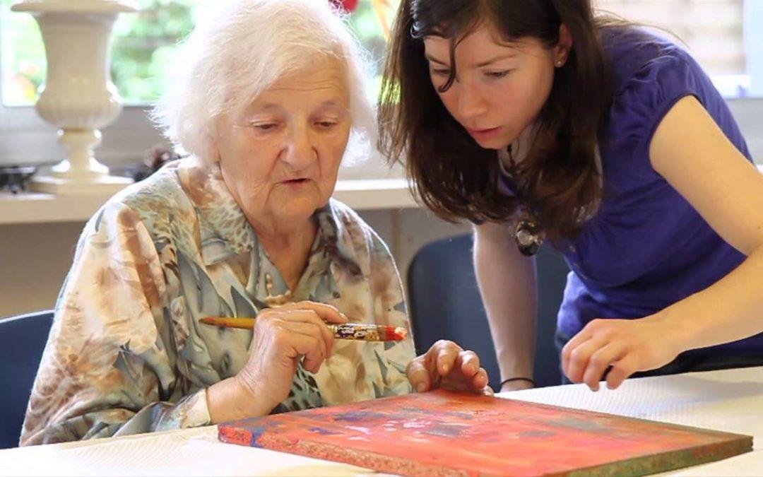 Art-thérapie : quels bienfaits pour les personnes âgées ?